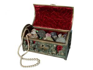 Buying and Selling Antiquities - Vintage Jewelry